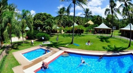 team trip for the girls airlie beach backpackers